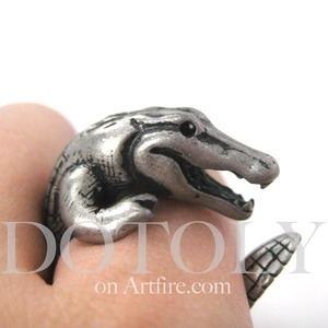 3D Crocodile Dragon Animal Wrap Around Ring in Silver - Sizes 5 to 9 Available