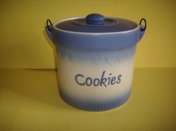 Vintage Ceramic Cookie Jar Bluewhite Invitingly