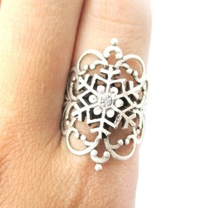 Classic Snowflake and Silver Floral Filigree Shaped Ring in Silver