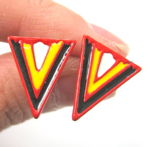 Aztec Arrow Shaped Geometric Arrowhead Stud Earrings in Red