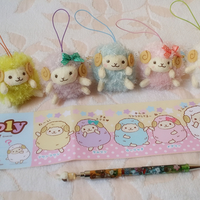 (7cm) wooly the sheep shinny keyring strap with curly fur from the amuse company who produce arpakasso alpacasso  (7cm)