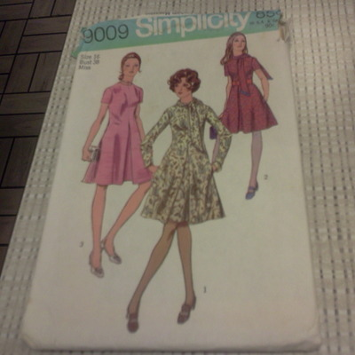 Super 9009 simplicity size 16 bust 38 dress pattern dated 1970