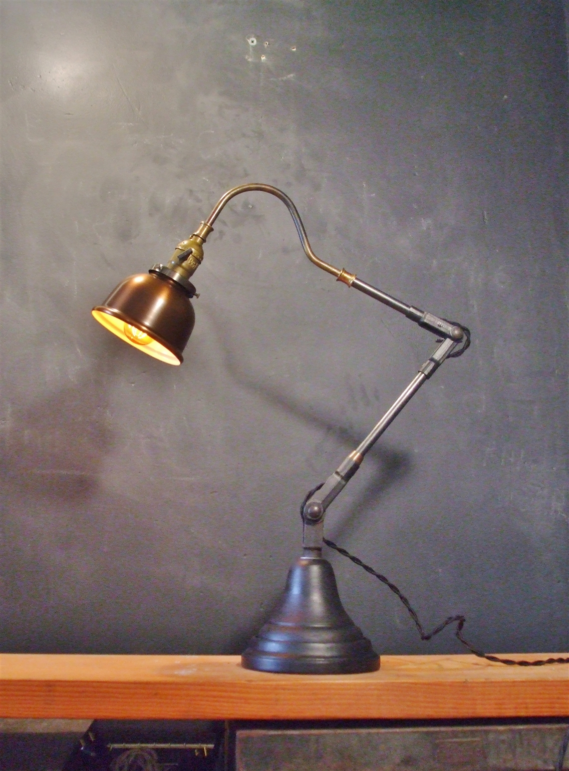 Vintage Industrial Style Desk Lamp w Copper Shade · DW