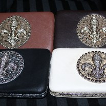 Wallets_fleur_de_lis_neutral_medium