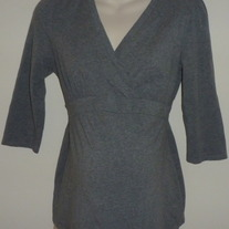 Gray V Neck 3/4 Length Sleeve Top-Motherhood Maternity Size Medium  SF0413