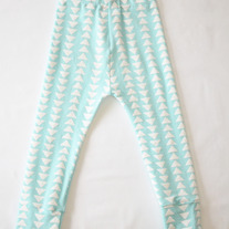 flying triangle cotton leggings in aqua