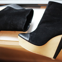 Black Minimarket Wedge Look-a-like size 5.5