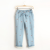 Strawberry print denim cropped pants