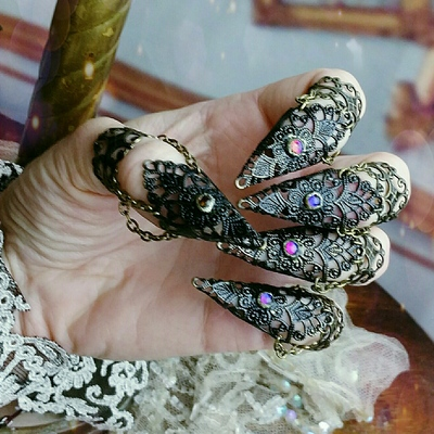 Mystic raven claw rings set