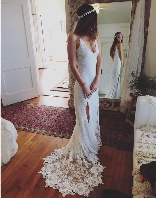 Sexy Spaghetti Straps Lace Beach Wedding Dresses