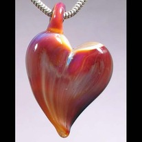 2026glassheartpendant_medium