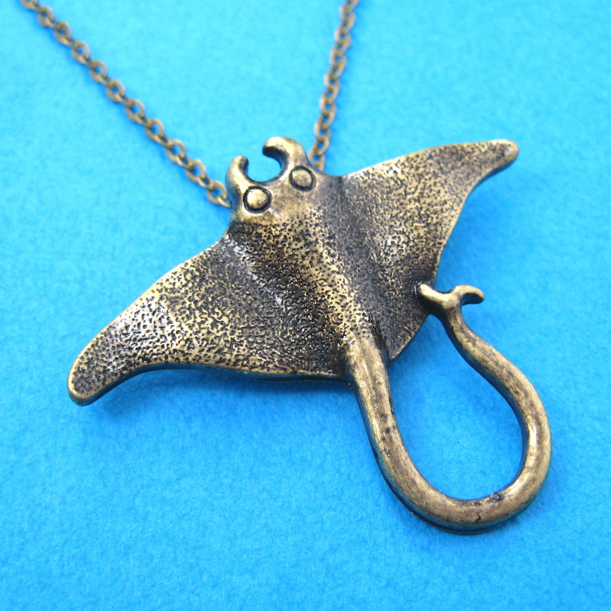 Realistic stingray sting ray sea creature animal pendant in bronze realistic stingray sting ray sea creature animal pendant in bronze aloadofball Gallery