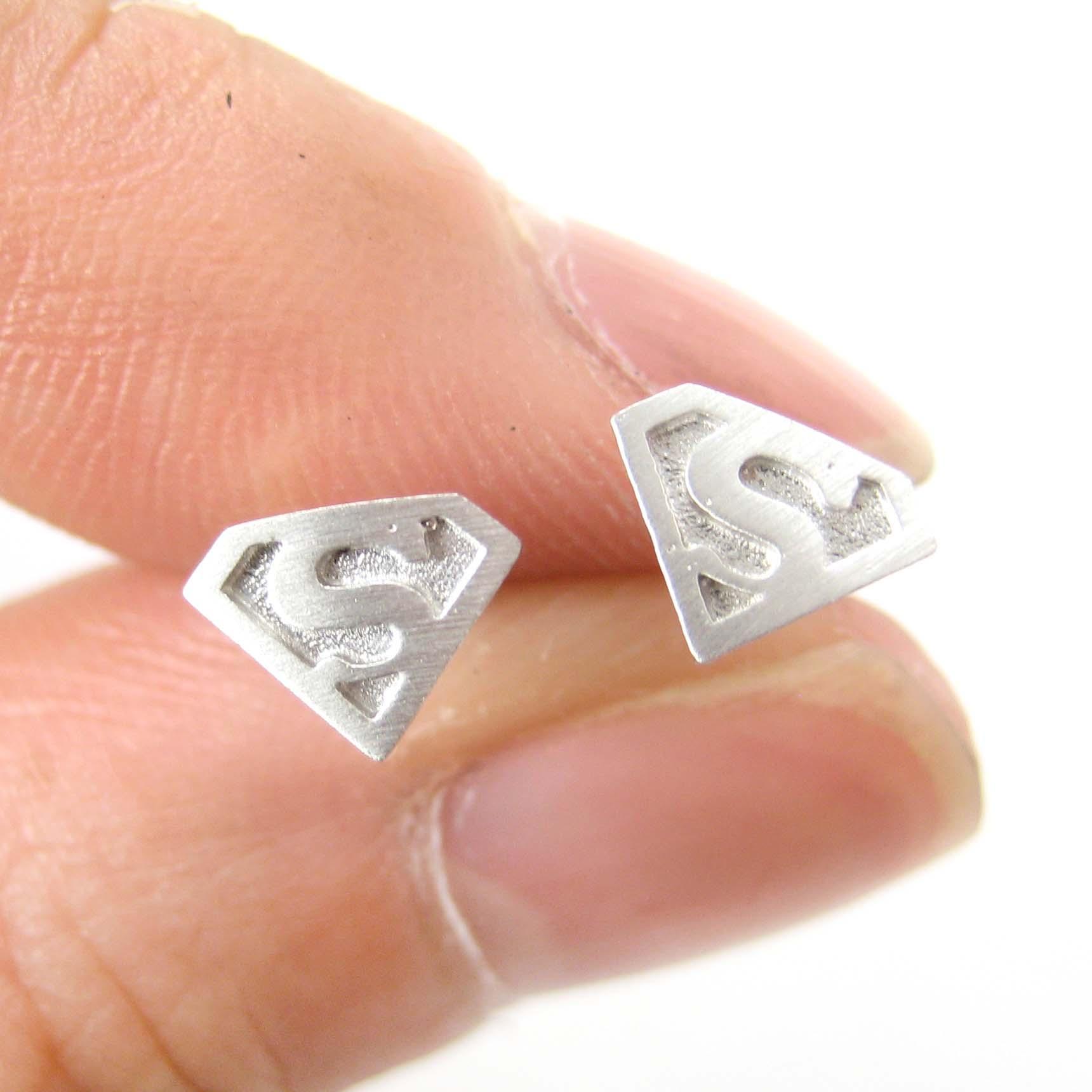 small superman logo symbol stud earrings in silver
