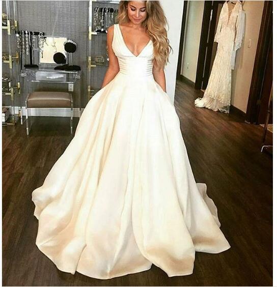 2018 Sexy Ball Gown Wedding Dresses V-neck Satin Long