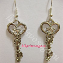 Hikariwosagasu_20-_20heartkey_20earring_2002_medium