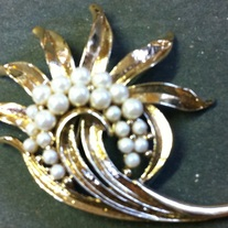 Monet Goldtone Swirl Pearl Pin