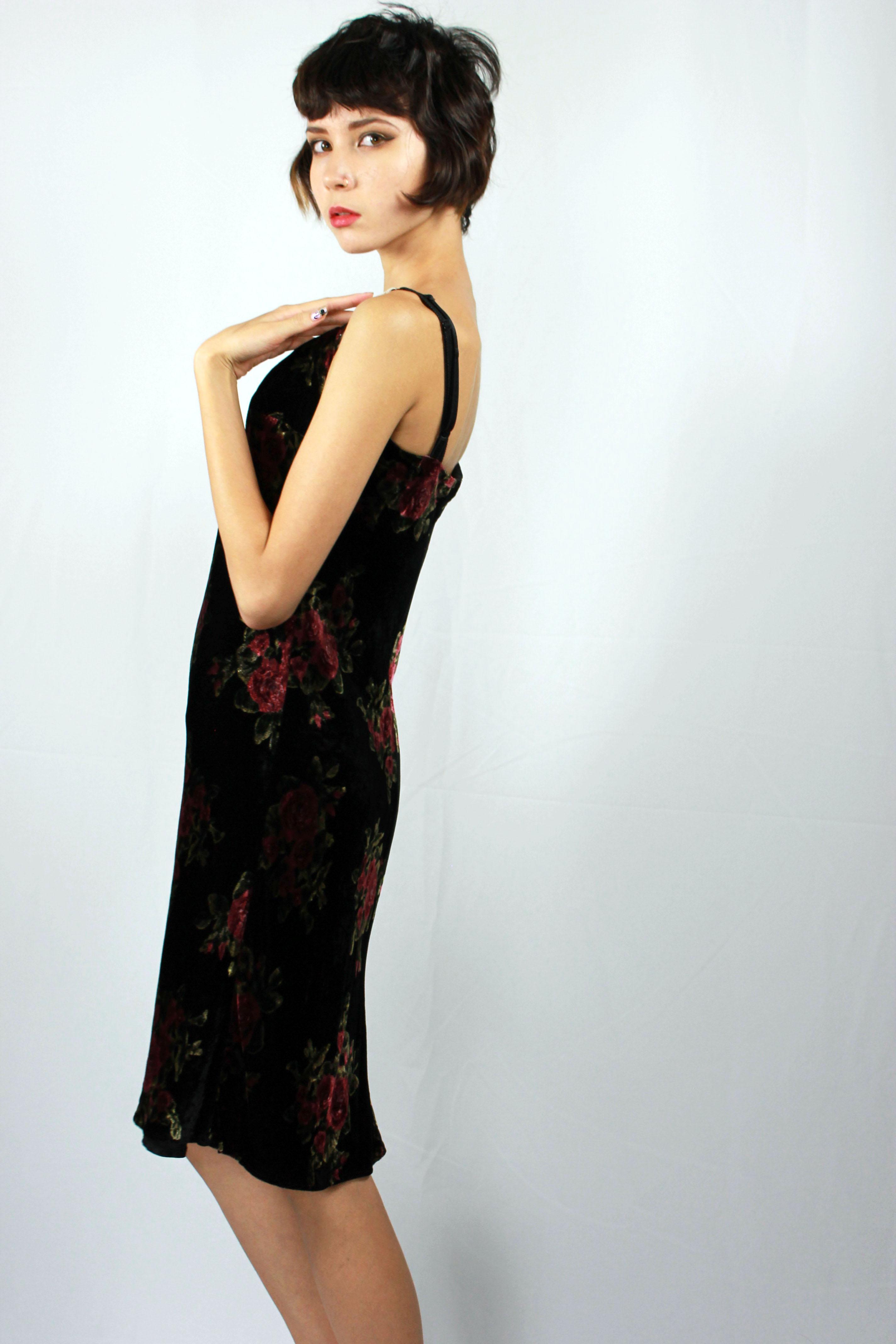 80\'s Velvet Evening Gown By Mica / Vintage black velvet floral rose ...
