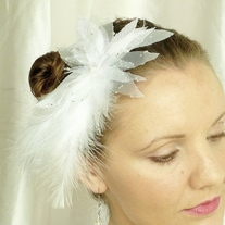 Snow White Bridal Veil Fascinator - Thumbnail 1