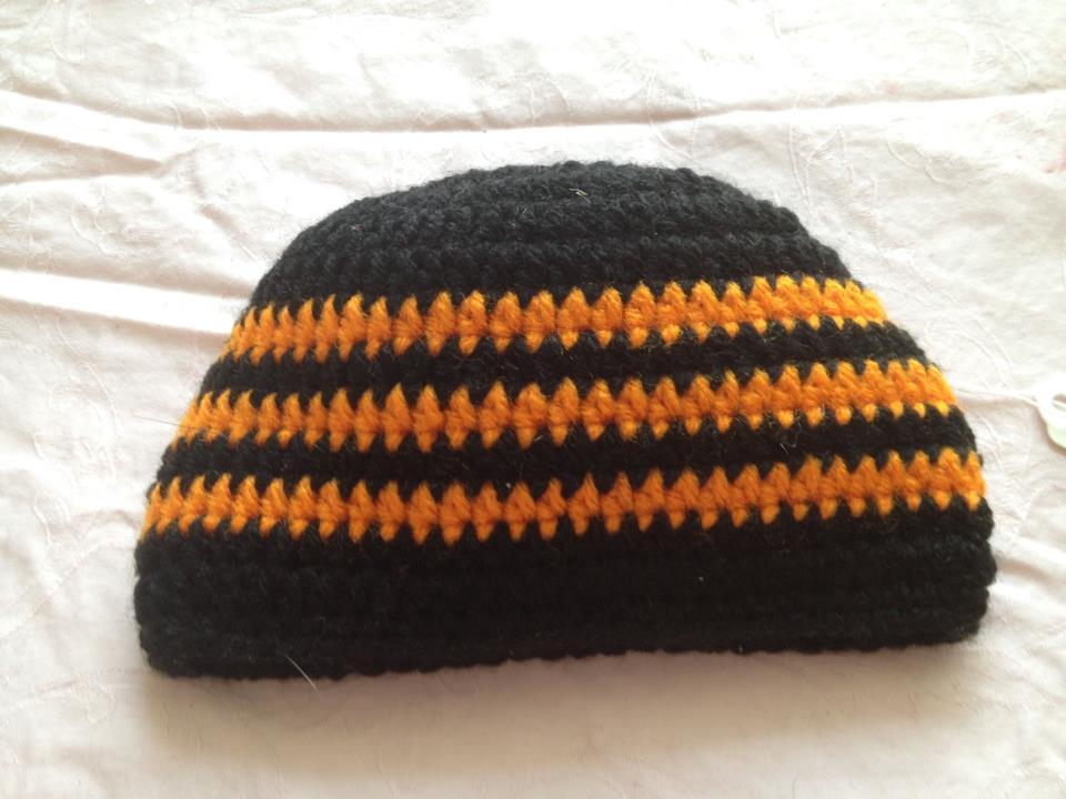 b9ffe34746b Halloween black and orange striped beanie