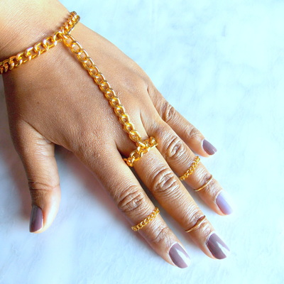 Chunky Hand Chain Golden Ring Chain Hand Adornment Attached Ring