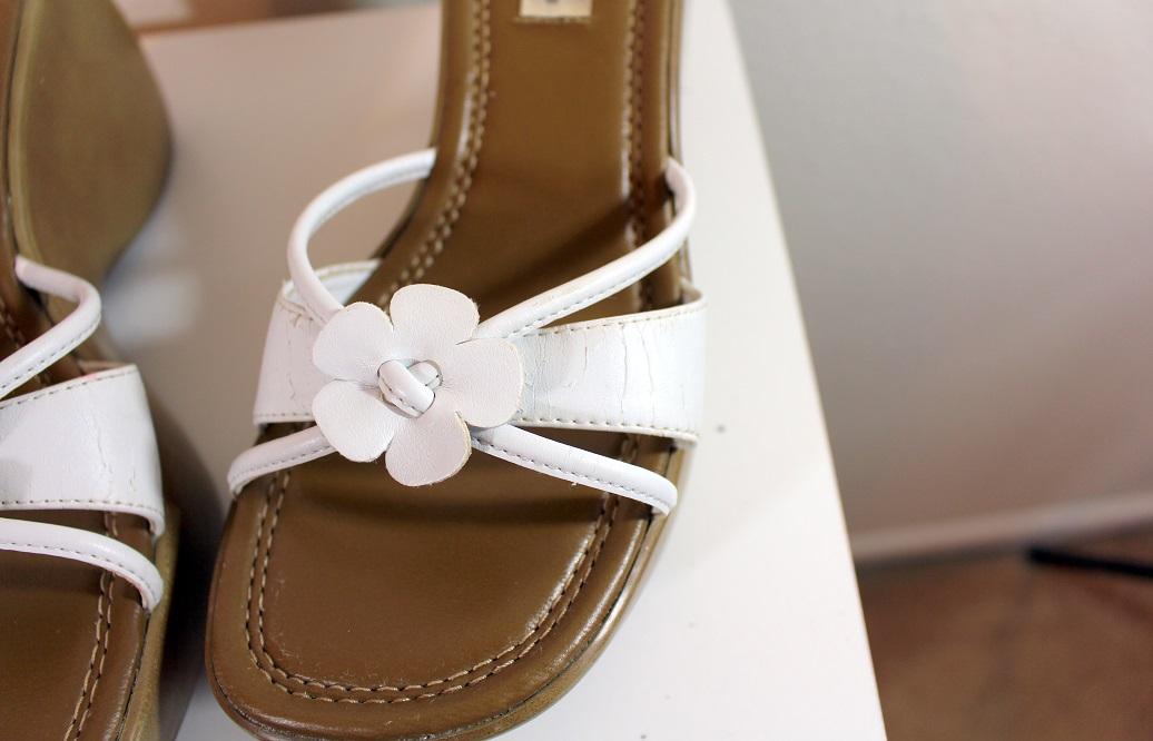 8da5e24debb ... Vtg slip on sandals  90s chunky platform white woman 8M  club kids  ...
