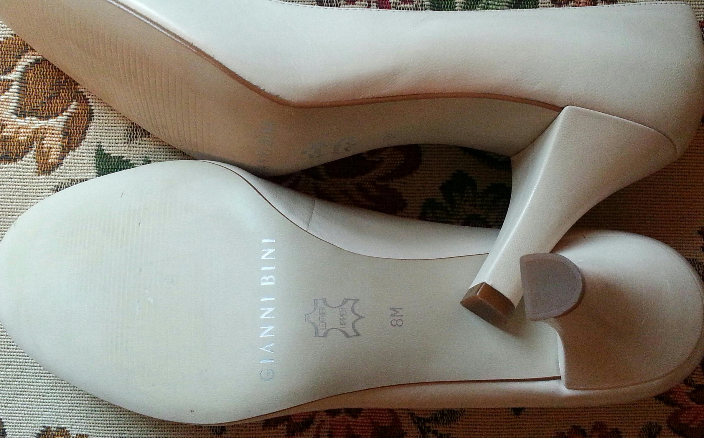 027f83b91fc2 Gianni Binni Cream leather heels on Storenvy