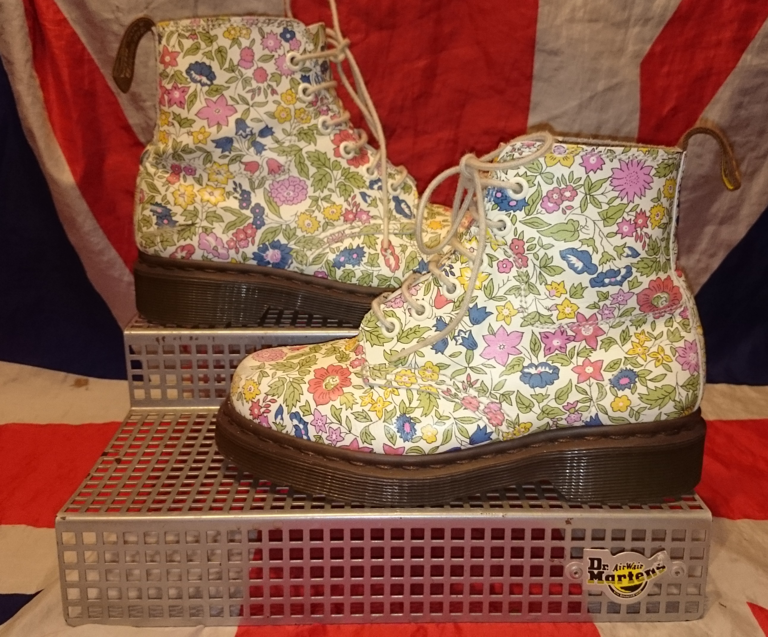 Rare liberty london floral girls dr doc martens boots white rare liberty london floral girls dr doc martens boots white flowers uk 2 mightylinksfo