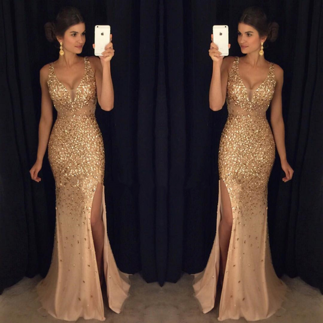 Fitted gold prom dress foto