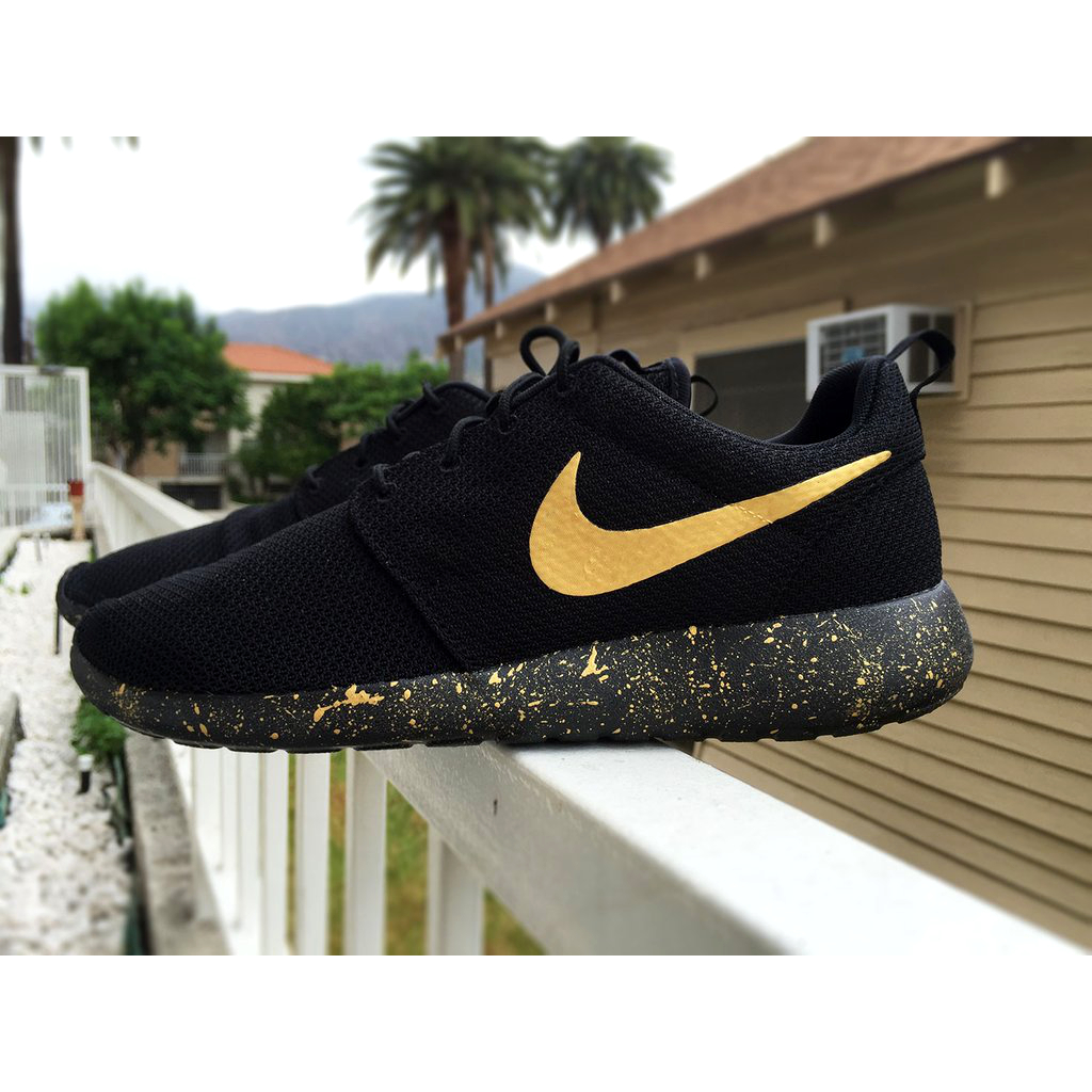 new product f57cd 911ae All Triple Black Gold Speckled Nike Roshe Run