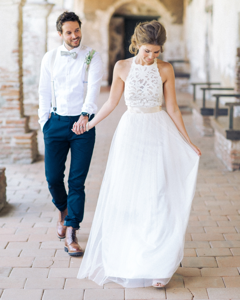 e46ad7d16c New Arrival Vintage Bohemian Summer Beach Wedding Dress Halter Sexy Open  Back Lace Top Wedding Dress