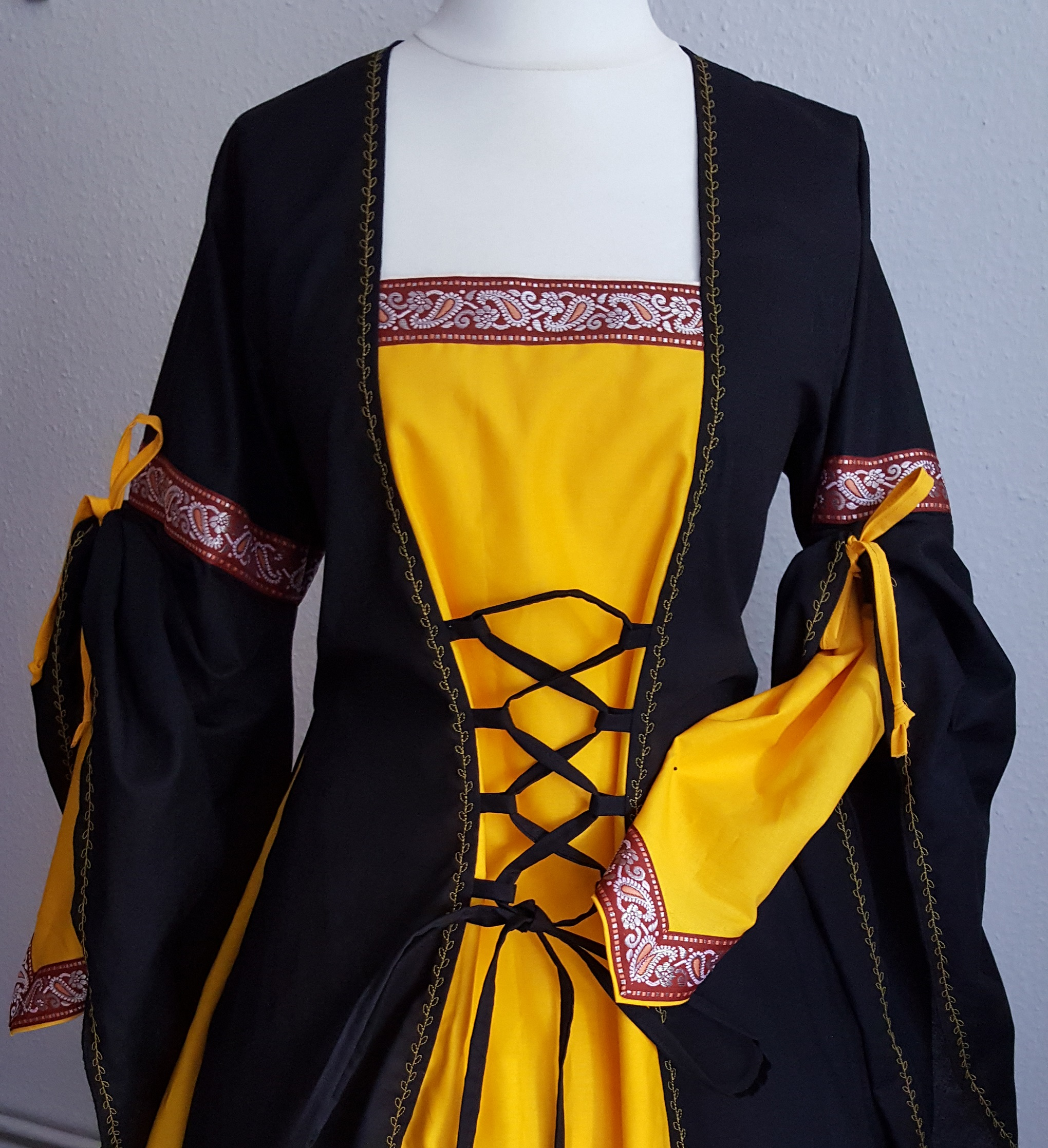 987e41d6217 Medieval Dress