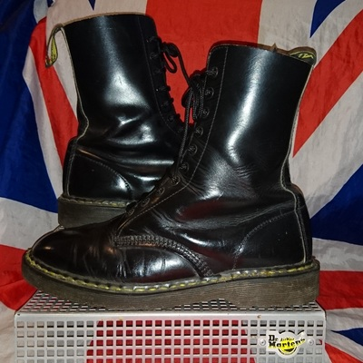 4f44eb58dd67 England made - classic 1490 - smooth black leather 10 eyelet dr doc martens  - uk